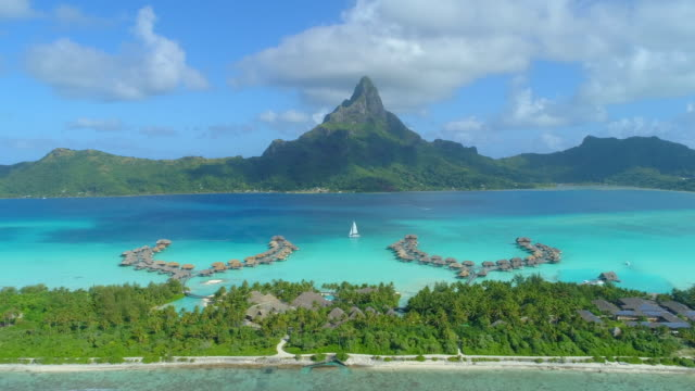 aerial drone view of a luxury resort and overwater bungalows in bora bora tropical island. - time-lapse - フランス領ポリネシア点の映像素材/bロール