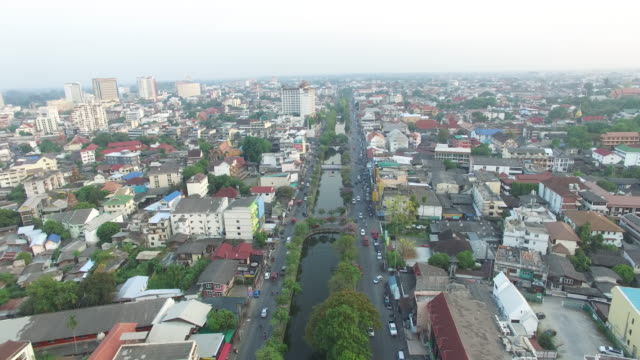 aerial drone view of around the moat and city walls of chiang mai thailand - チェンマイ県点の映像素材/bロール