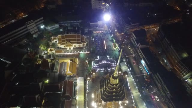 aerial drone view of chinese new year celebrations at yaowarat chinatown heritage center in chinatown section of bangkok thailand no - chinesisches laternenfest stock-videos und b-roll-filmmaterial