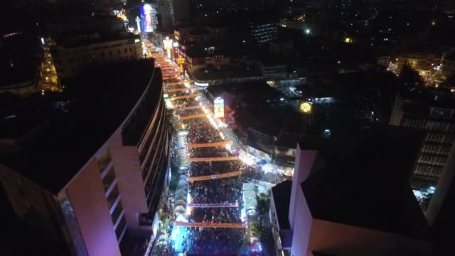 aerial drone view of chinese new year celebrations in chinatown section of bangkok thailand no - chinesisches laternenfest stock-videos und b-roll-filmmaterial