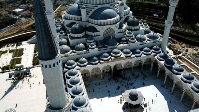 aerial drone view of istanbul camlica mosque and bosphorus. biggest mosque in europa - minareto video stock e b–roll