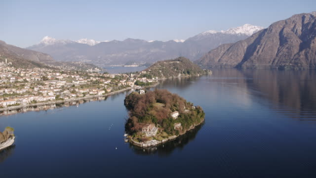 vídeos y material grabado en eventos de stock de aerial drone view of lake como at sunset, italy - lago