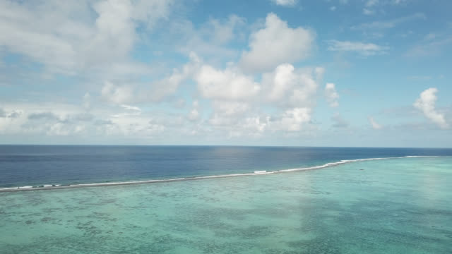 vidéos et rushes de aerial drone view of scenic tropical islands and barrier reef in french polynesia. - océan pacifique sud