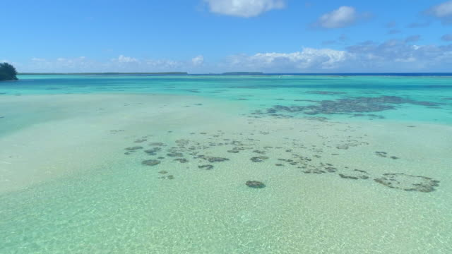 vídeos de stock, filmes e b-roll de aerial drone view of scenic tropical islands and reef in french polynesia. - south pacific ocean