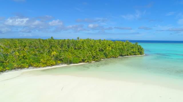 vídeos de stock e filmes b-roll de aerial drone view of scenic tropical islands in french polynesia. - territórios ultramarinos franceses