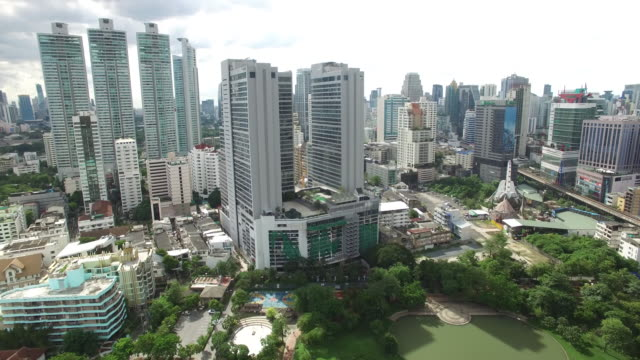 aerial drone view of sukhumvit high rises in bangkok thailand - bangkok stock-videos und b-roll-filmmaterial