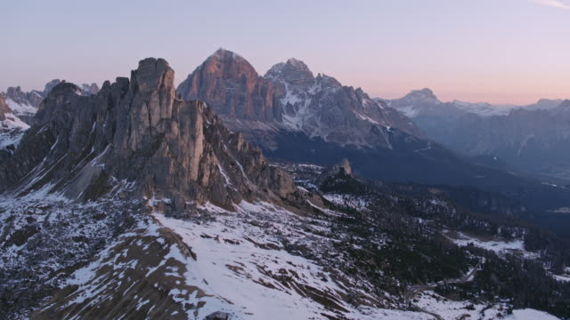 aerial drone view of sunrise over valley and mountains in winter - dolomiti video stock e b–roll