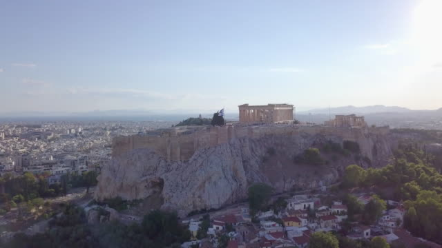 vídeos y material grabado en eventos de stock de aerial drone view of the acropolis and parthenon, athens, greece. - athens greece