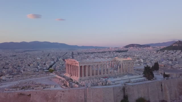 vídeos de stock, filmes e b-roll de aerial drone view of the acropolis and parthenon, athens, greece. - grécia