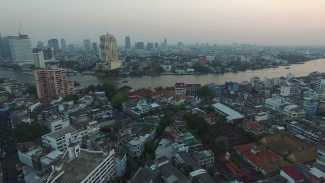 aerial drone view of the chao phraya river in chinatown section of bangkok thailand - チャオプラヤ川点の映像素材/bロール