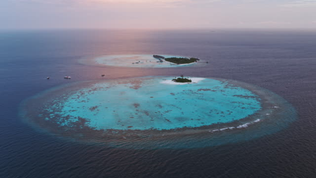 vidéos et rushes de aerial drone view of tropical island at sunset, maldives - 30 secondes et plus