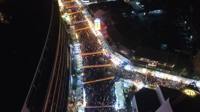 aerial drone view of yaowarat road during chinese new year celebrations in chinatown section of bangkok thailand no - chinesisches laternenfest stock-videos und b-roll-filmmaterial