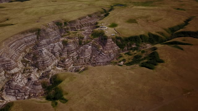 aerial drone view over canadian badlands - badlands stock videos & royalty-free footage