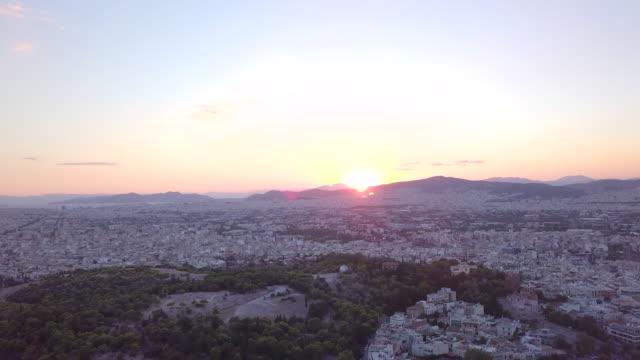 vidéos et rushes de aerial drone view sunset over athens, greece. - time-lapse - capitales internationales