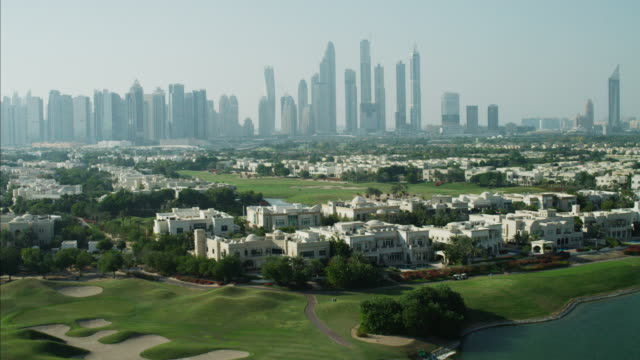 aerial dubai luxury homes emirates hills golf uae - golf course stock videos & royalty-free footage
