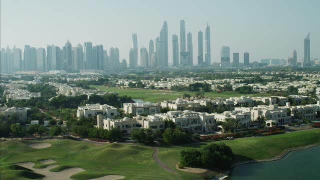 aerial dubai luxury homes emirates hills golf uae - golf course stock videos & royalty-free footage