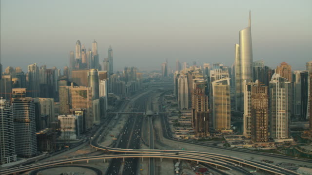 stockvideo's en b-roll-footage met aerial dubai sheikh zayed road intersection skyscrapers uae - perzische golf