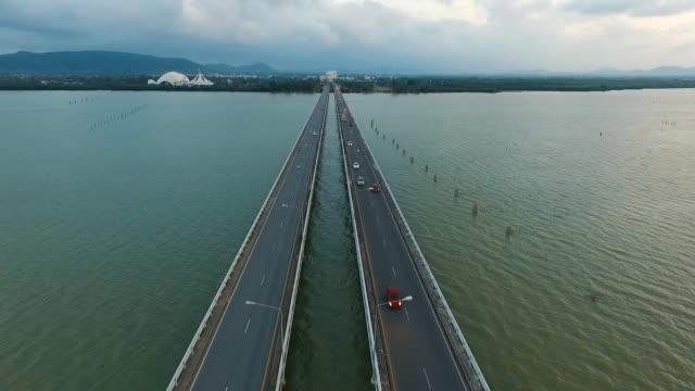 航空写真 - 海に架かる橋の夕暮れ - 神奈川県点の映像素材/bロール