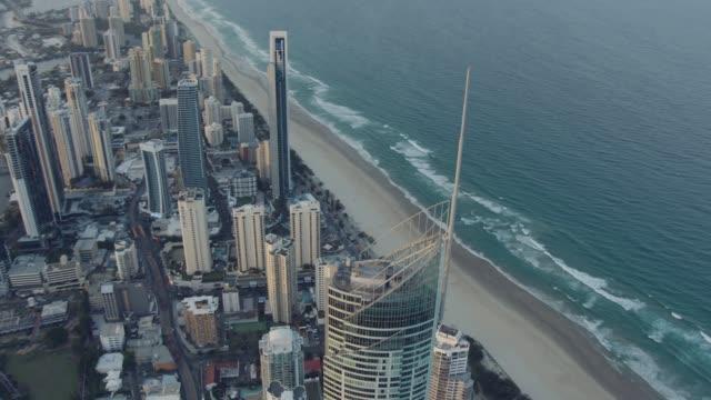 vídeos y material grabado en eventos de stock de aerial dusk view q1 skyscraper people climbing tower - gold coast