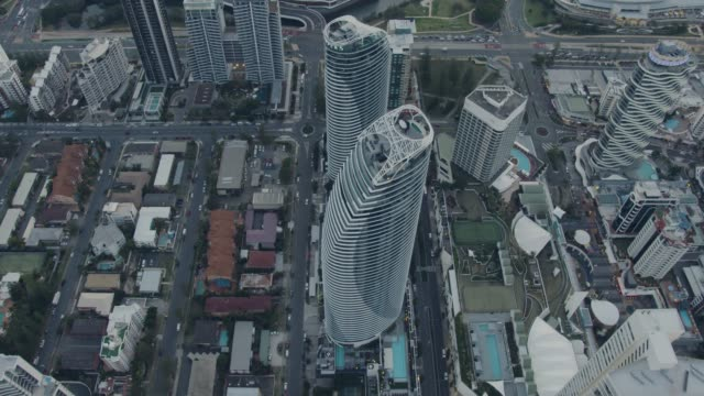 stockvideo's en b-roll-footage met aerial dusk view surfers paradise resort skyscrapers australia - stadsdeel