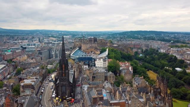 aerial / edinburgh castle, cityscape scotland uk - edinburgh castle stock videos & royalty-free footage