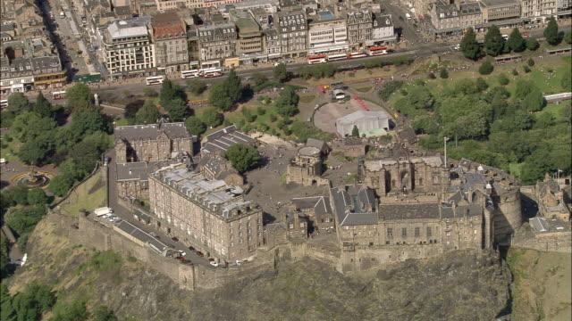 aerial edinburgh castle on castle rock in central edinburgh, scotland - edinburgh castle stock videos & royalty-free footage