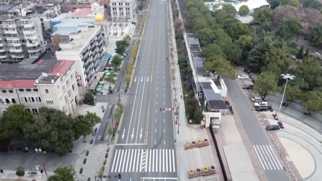 aerial empty deserted roads in beijing due to coronavirus - abwesenheit stock-videos und b-roll-filmmaterial