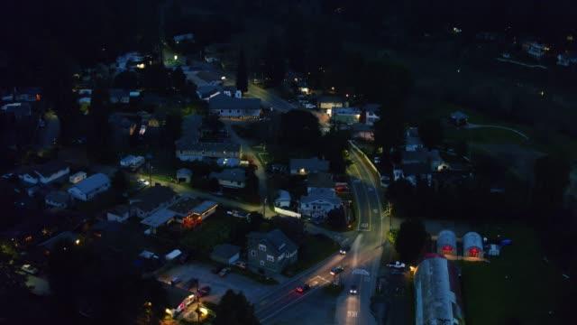 vídeos de stock, filmes e b-roll de estabelecedor aéreo de monte rio, califórnia no crepúsculo - rio russian