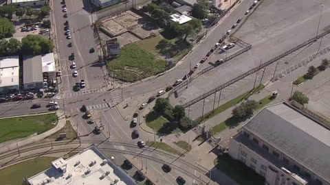 aerial establishing shot of cars queued up outside a food bank distribution area in dallas, texas during the covid-19 outbreak. - healthcare and medicine or illness or food and drink or fitness or exercise or wellbeing stock videos & royalty-free footage