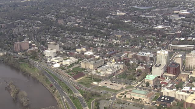 aerial establishing shot over the city of trenton new jersey - デラウェア川点の映像素材/bロール