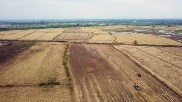 機による空中農民収穫米 - 収穫する点の映像素材/bロール