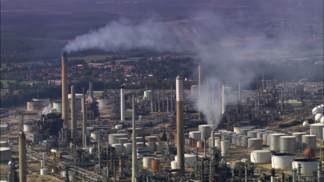 aerial fawley refinery/ southampton, england - southampton hampshire stock-videos und b-roll-filmmaterial