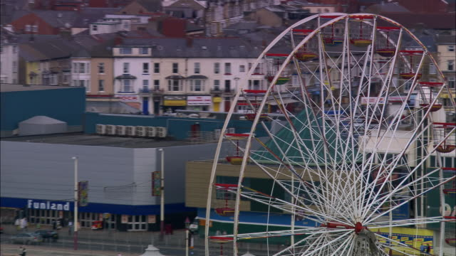 aerial ferris wheel/ zoom out blackpool tower and coastline/ blackpool, england - blackpool stock-videos und b-roll-filmmaterial