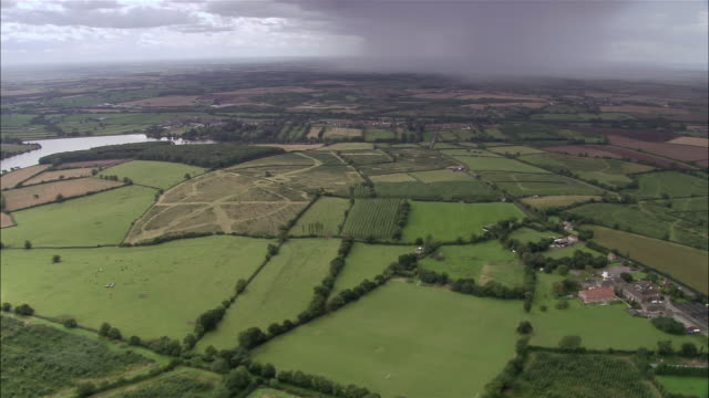 vidéos et rushes de aerial fields in national forest / leicestershire, england - patchwork landscape