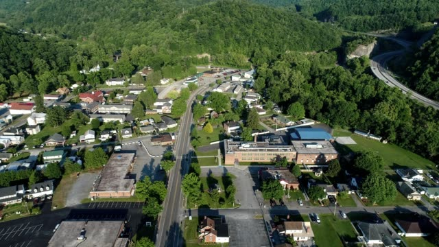 aerial flight over main street in the green town of cedar bluff virginia - バージニア州点の映像素材/bロール