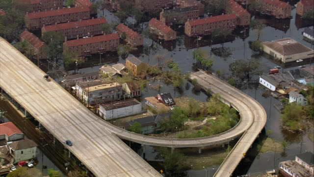 vídeos de stock, filmes e b-roll de aerial flooded residential area / zoom in submerged i10 highway / new orleans louisiana - 2005