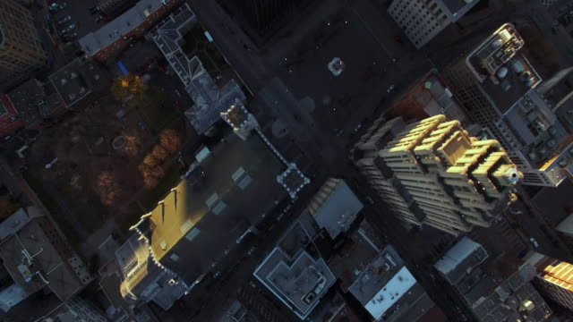 aerial fly over of city streets and pan up to reveal city skyline - montréal stock-videos und b-roll-filmmaterial