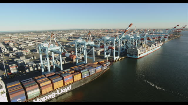 aerial fly-along ship yard with ships and cargo containers - hafen stock-videos und b-roll-filmmaterial