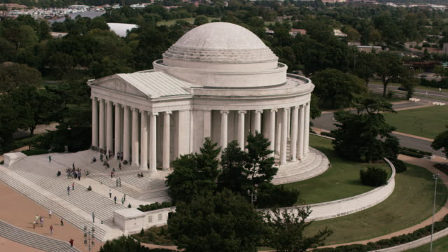 aerial flying across main entrance of thomas jefferson memorial late afternoon washington dc - jefferson memorial stock videos & royalty-free footage