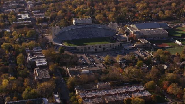 vídeos de stock, filmes e b-roll de aerial flying around football stadium in chicago il - chicago illinois