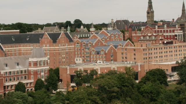 vidéos et rushes de aerial flying around georgetown university in dc - georgetown washington dc