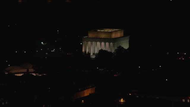 aerial flying around lincoln memorial at night with lights on dc - reflecting pool washington dc stock videos & royalty-free footage