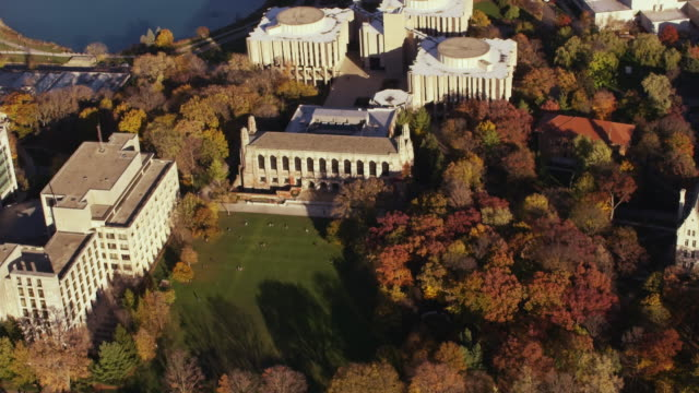 vidéos et rushes de aerial flying around the campus of northwestern university in the fall - campus