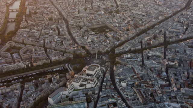 aerial flying around the public square la bastille in paris france, sunset - バスティーユ点の映像素材/bロール