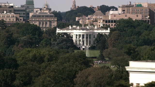 stockvideo's en b-roll-footage met aerial flying around the white house past thomas jefferson memorial dc - memorial