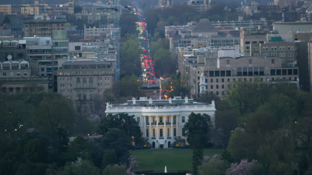 aerial flying around the white house, sunset dc - la casa bianca washington dc video stock e b–roll