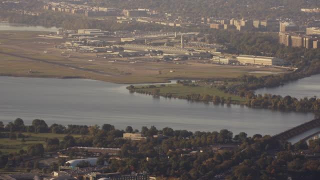 aerial flying high over washington dc, daytime - flughafen washington ronald reagan national stock-videos und b-roll-filmmaterial