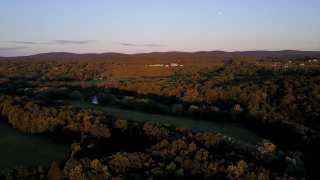 aerial flying over countryside at sunset - contea di ulster stato di new york video stock e b–roll