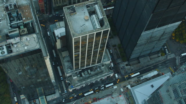 stockvideo's en b-roll-footage met aerial flying over lower manhattan financial district with world trade and national september 11 memorial - memorial
