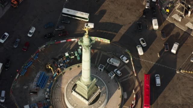 aerial flying over place de la bastille and the july column in paris france, morning - バスティーユ点の映像素材/bロール